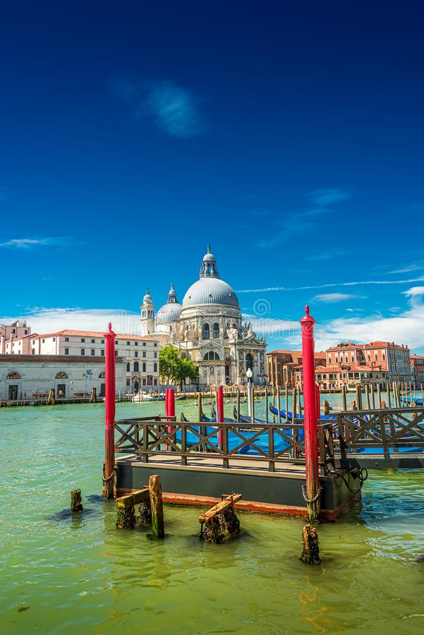 Красочный взгляд салюта della Santa Maria di базилики и занятого большого канала на заходе солнца, Венеции, Италии, лета стоковые изображения rf