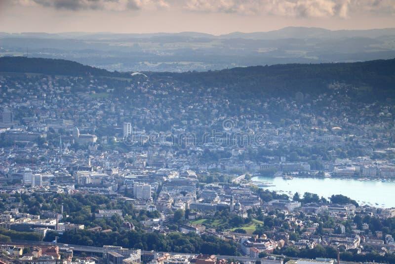 Красочный воздушный городской пейзаж городка Цюриха старого с озером Цюрихом стоковые изображения rf