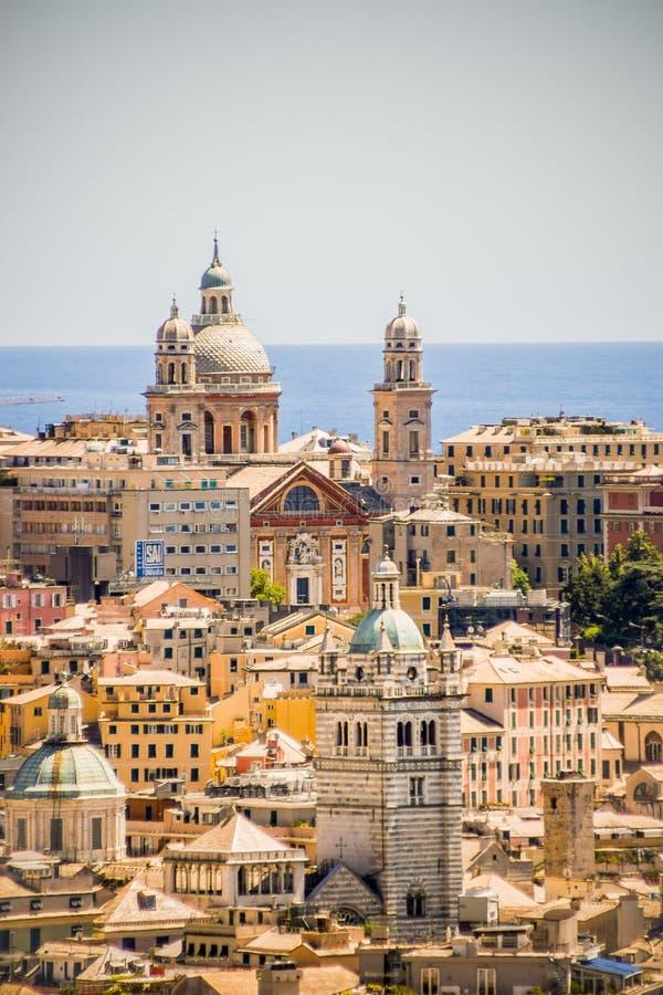 Красочный город mediterran морем стоковые фото