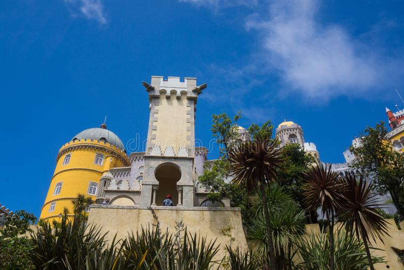 Красочный замок в sintra стоковые фотографии rf