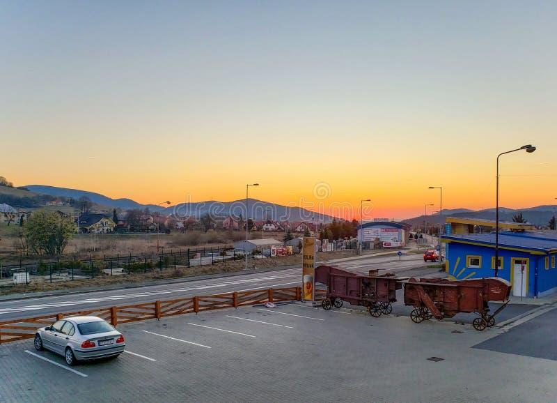 Красочный заход солнца во время отключения к высокому Tatras на ноге горы Krivan стоковые фотографии rf