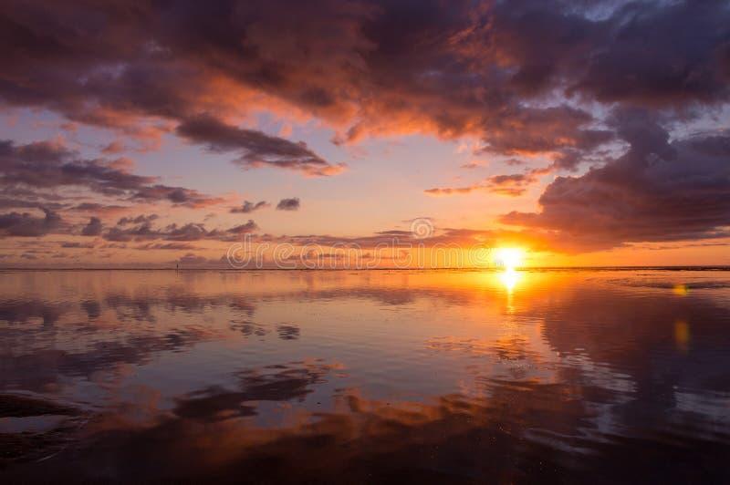 Красочный заход солнца в острове Réunion стоковые изображения rf