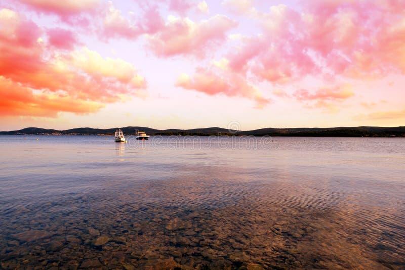 Красочный заход солнца над морем стоковое изображение rf