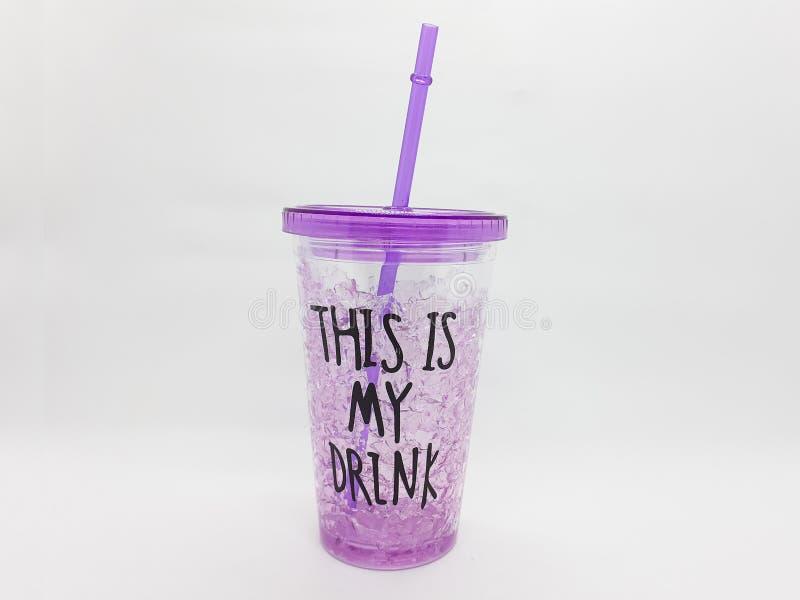 Красочный или прозрачная пластмасса и стекло для выпивая серии кухонных приборов в белой изолированной предпосылке 11 стоковые фото