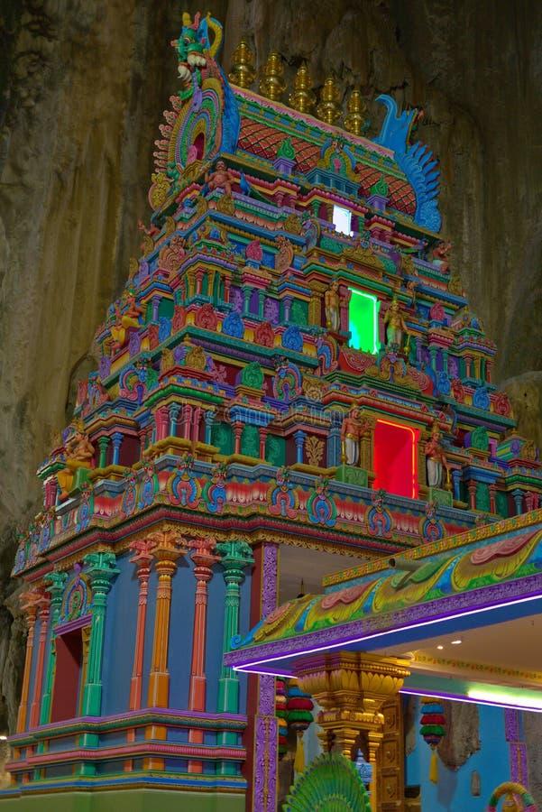 Красочный индусский висок внутри пещер Gombak Selangor Малайзии Batu стоковые фото
