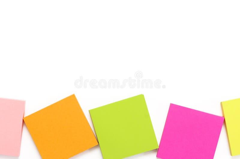 Красочный набор канцелярских принадлежностей на белизне стоковое изображение rf