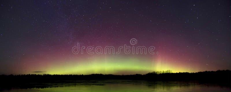 Красочный небесный строб сделанный северного сияния стоковое фото