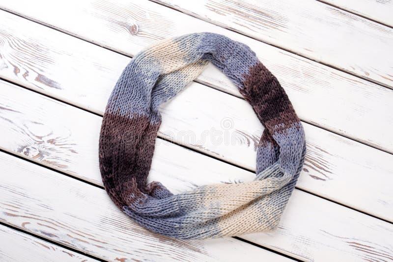Красочный округленный шерстяной шарф стоковые изображения rf