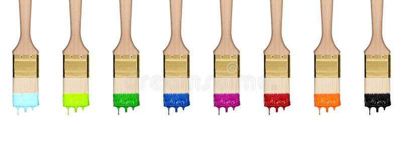 Красочный падая комплект кистей в ряд стоковое фото