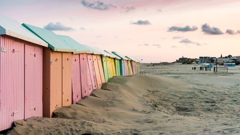 красочный пляж купая кабины стоковые фото