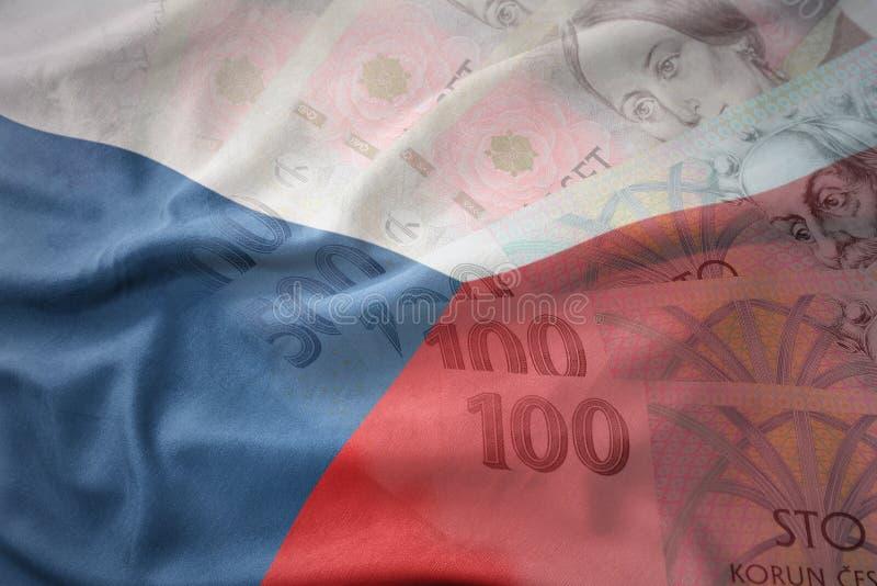 Красочный развевая национальный флаг чехии на предпосылке банкнот денег кроны чеха стоковые изображения