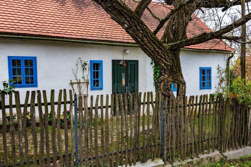 Красочный старый дом Анабаптиста в Velke Levare Словакии стоковые фотографии rf