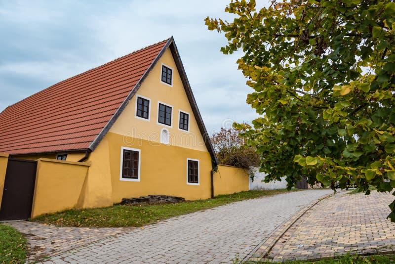 Красочный старый дом Анабаптиста в Velke Levare Словакии стоковые изображения rf