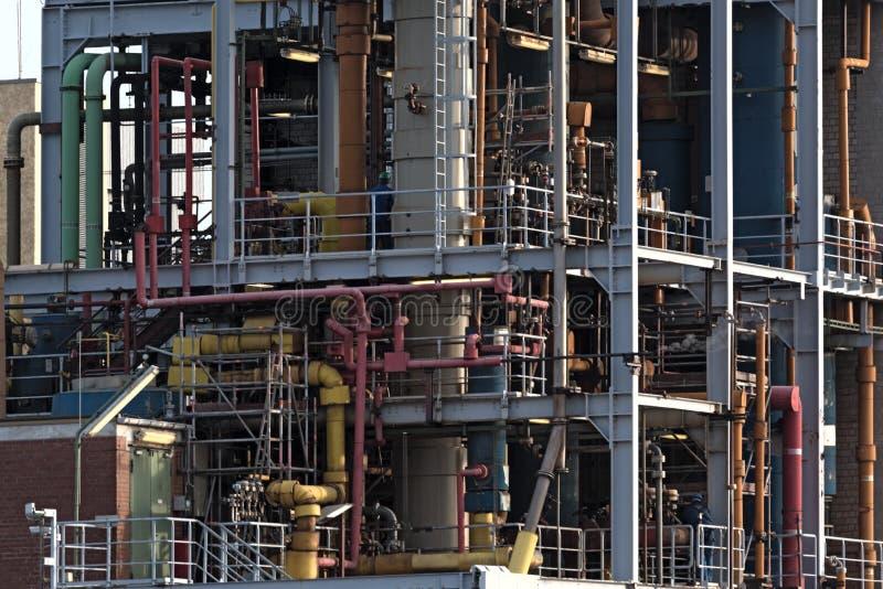 Красочный тубопровод и много пронзительных систем химического завода стоковое фото rf