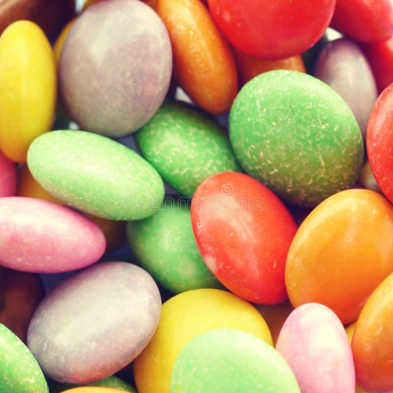 Красочный шоколад - покрытый год сбора винограда конфеты старый ретро стоковое фото rf