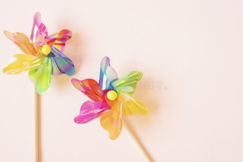 Красочный pinwheel Игрушка пластиковых детей ветрянки E Штейновый фильтр добавил стоковые изображения
