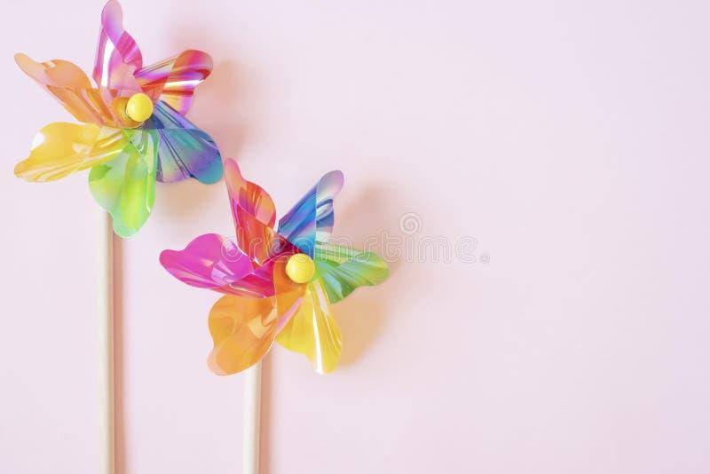 Красочный pinwheel Игрушка пластиковых детей ветрянки E Штейновый фильтр добавил стоковая фотография