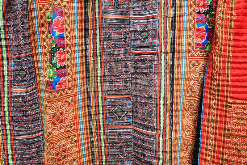Красочным покрашенная индиго ткань батика от Sapa стоковые фотографии rf