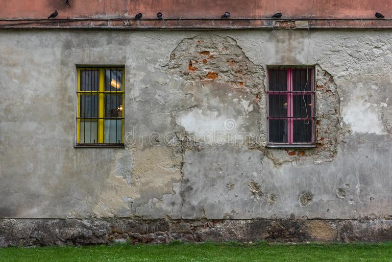 2 красочных глаза старого дома стоковое изображение rf