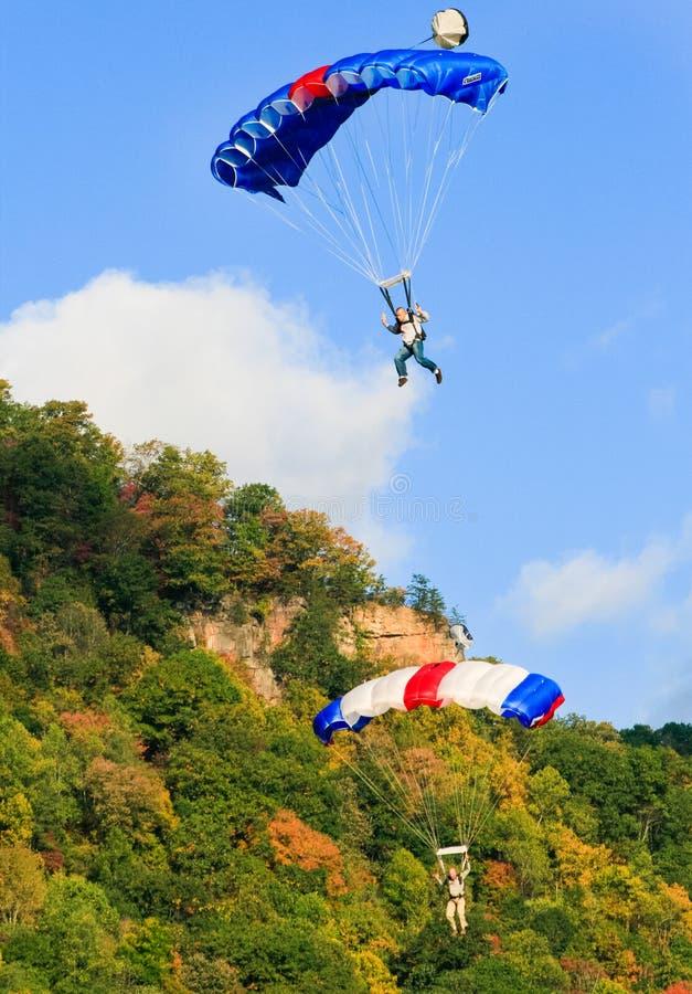 2 красочных шлямбура основания Skydiving стоковое изображение rf