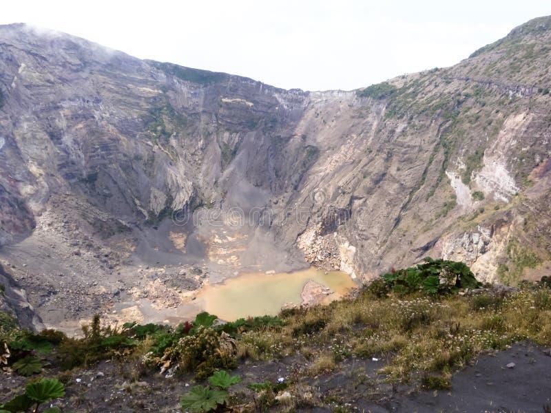 Кратер вулкана Irazu стоковая фотография rf