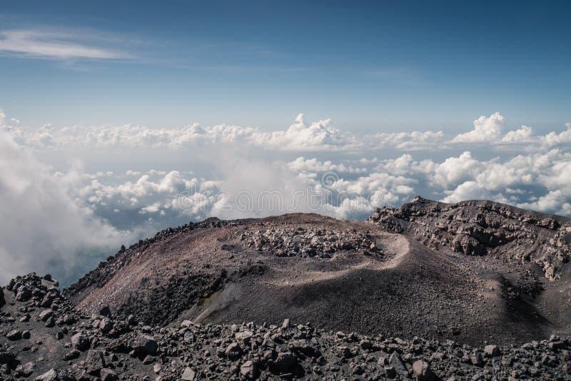 Кратер вулкана Semeru стоковое изображение
