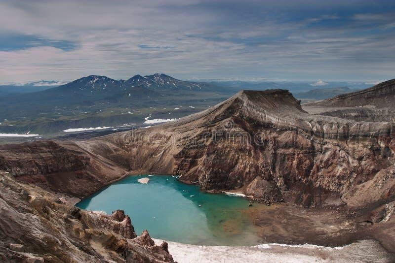 Download кратер вулканический стоковое фото. изображение насчитывающей подъем - 487058
