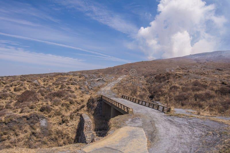 Кратер держателя Naka или горы Aso самое большое активное volca стоковые фото