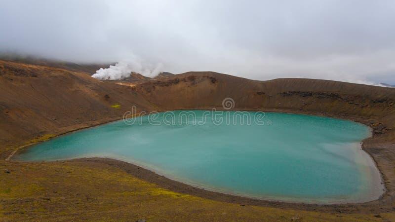 Кратер Viti с зеленой внутренностью озера воды, Исландией стоковое фото rf