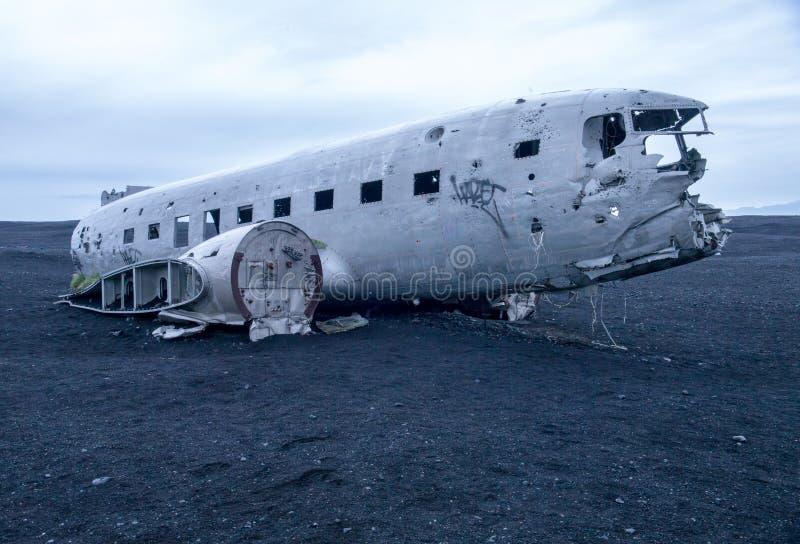 Крах, который разбили военно-морского флота Дуглас супер DC-3 Дакоты Соединенных Штатов самолета стоковое фото rf