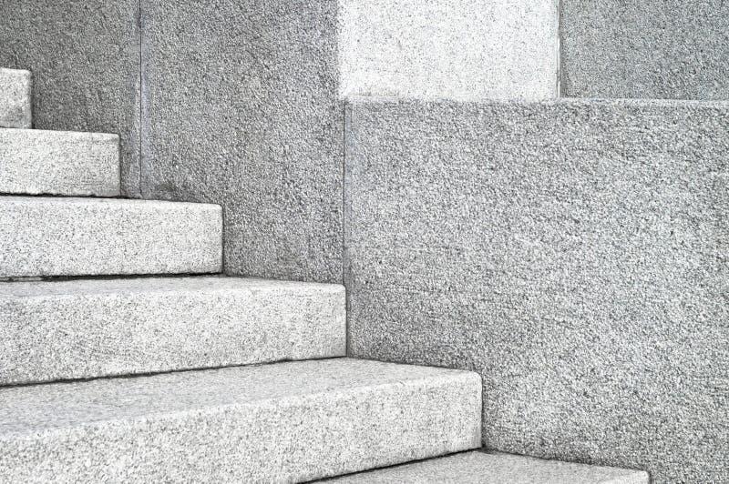 Края и углы каменных лестниц гранита Конкретные части конца-вверх архитектуры шагов стоковые фотографии rf