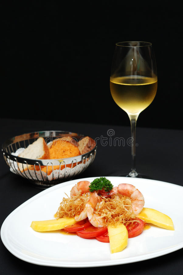 Креветка кашевара с манго стоковое изображение rf