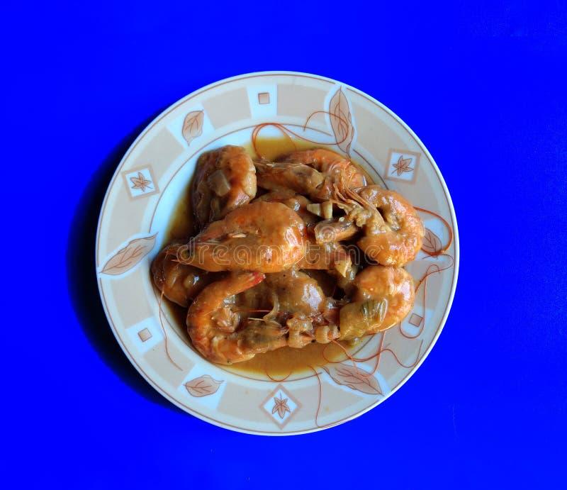 Креветка чеснока на синем фоне типичная еда Эскуинтлы, Гватемала стоковые фотографии rf