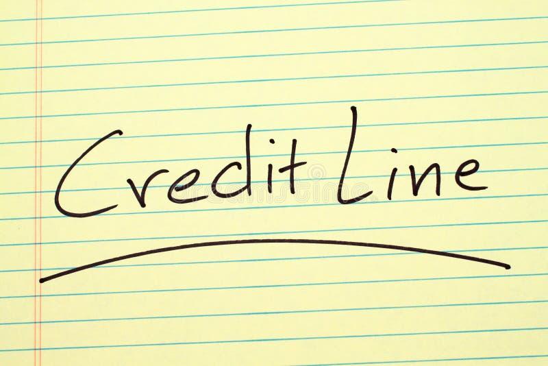 Кредитная линия на желтой законной пусковой площадке стоковая фотография