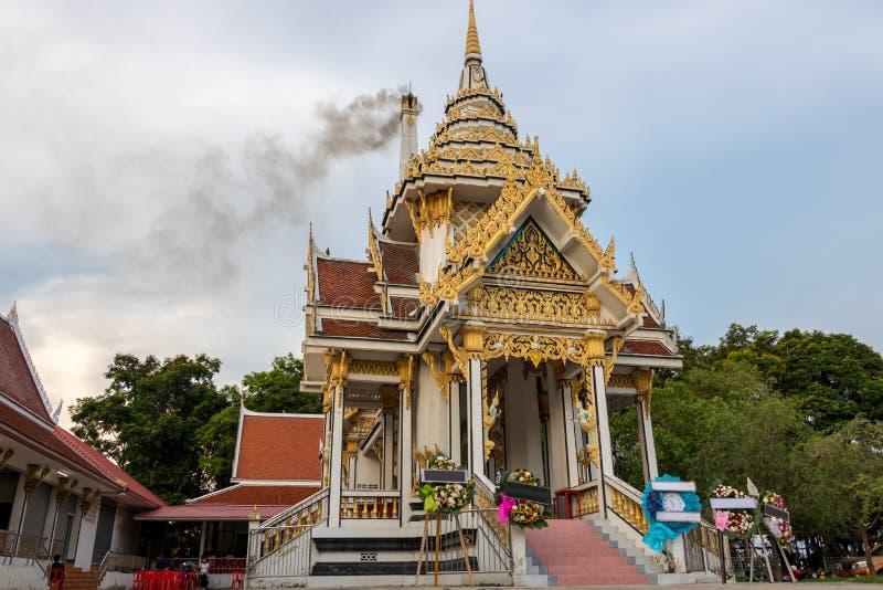крематорий в буддийском монастыре стоковые фотографии rf