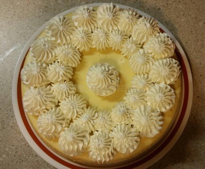 Кремовый пирог лимона с взбитой сливк стоковые изображения rf