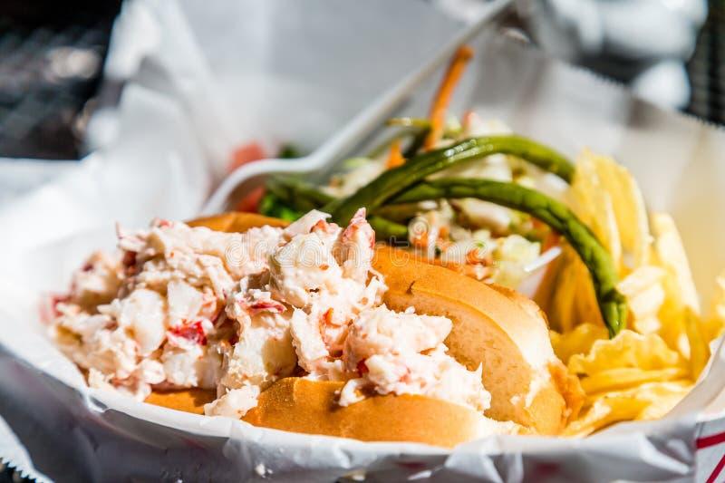 Крен омара с салатом стоковое фото