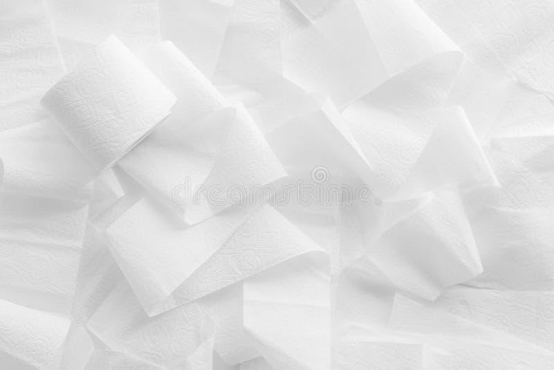 Крен туалетной бумаги на белой картине взгляда сверху предпосылки стоковые изображения