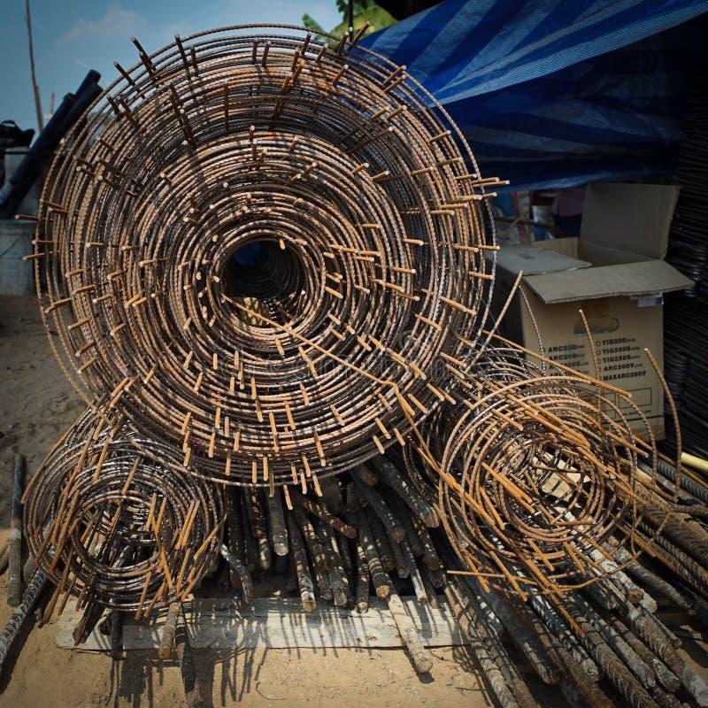 Крен ячеистой сети на строительной площадке стоковые фото