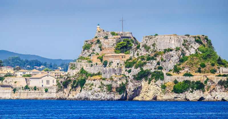 Крепостные стены Корфу как увидено от взгляда моря панорамного стоковые фотографии rf