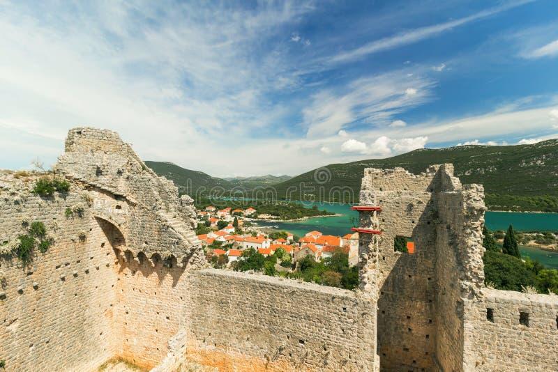 Крепость и стены в Мали Ston, Peljesac, Далмации, Хорватии стоковое фото