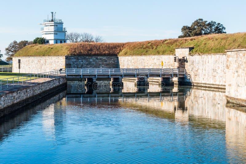 Крепость Fort Monroe с мостом и ровом в Hampton, Вирджинии стоковое изображение