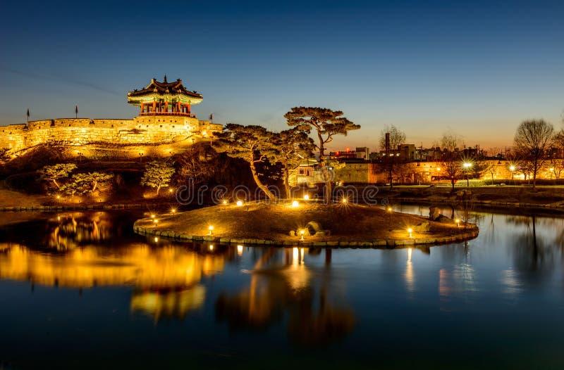 Крепость Hwaseong, традиционная архитектура Кореи в Сувоне на стоковые изображения rf