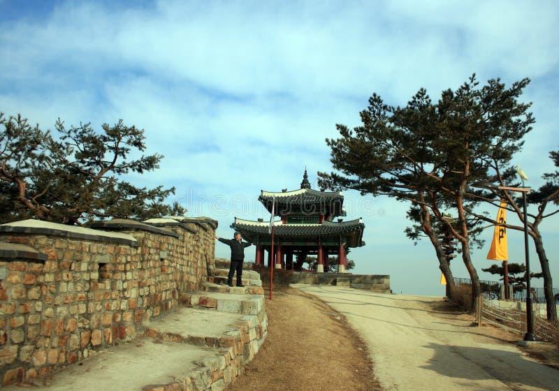 Крепость Hwaseong юг приятеля s seoul короля Кореи в июле 30 изменяя предохранителей стоковые изображения