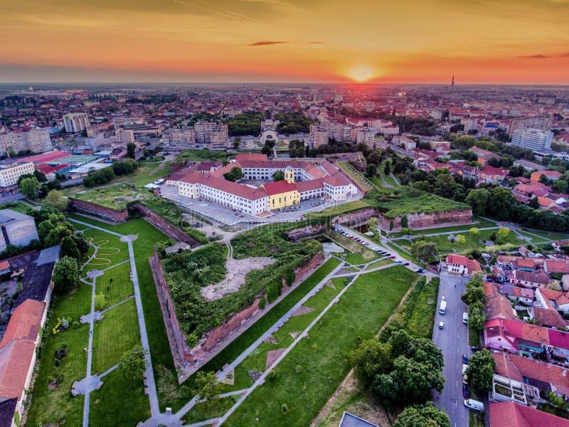 Крепость Oradea на ¡ rad Nagyvà вида с воздуха захода солнца стоковое изображение rf