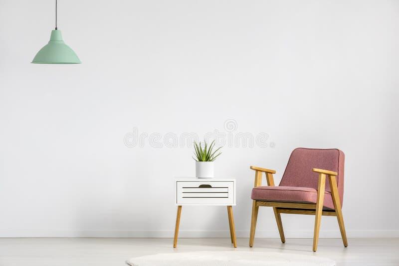Кресло и таблица стоковое изображение rf