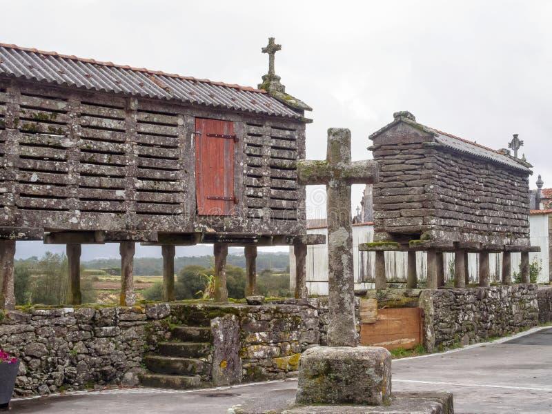 Кресты и зернохранилища сух-камня - Olveiroa стоковое фото