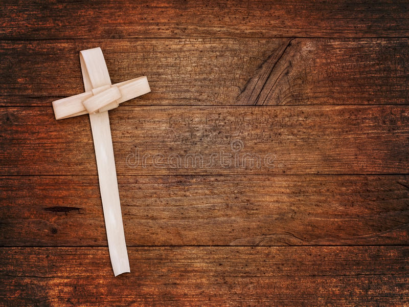 Крест воскресенья ладони на деревянной доске Христианский фестиваль стоковое фото