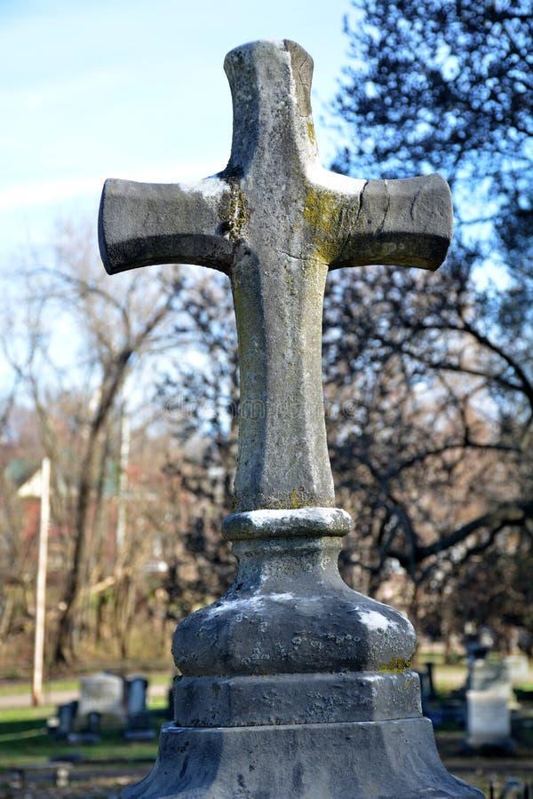 Крест высекаенный рукой стоковое изображение rf