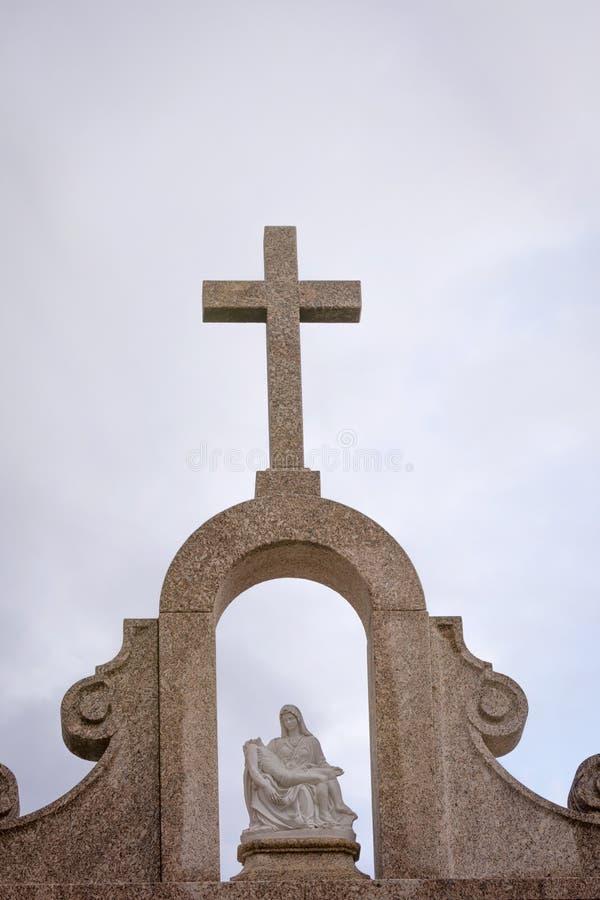Крест гранита церков стоковая фотография rf